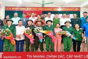 Vũ Quang gặp mặt, tặng quà 36 tân binh trước lúc lên đường nhập ngũ
