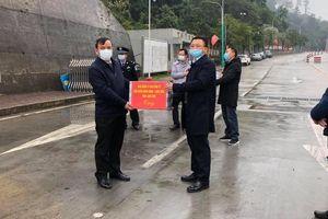 Lạng Sơn: BQL Khu kinh tế Đồng Đăng tặng 5000 khẩu trang phòng dịch corona cho thị xã Bằng Tường - Trung Quốc
