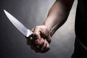 Đề nghị truy tố người đàn ông dùng dao tấn công vợ tại trường học