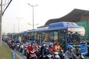 Phải tính lại cách điều hành xe buýt (*): Những việc làm sống còn