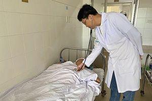 Cứu sống bệnh nhân bẻ muỗng, tự đâm vào mắt xuyên sọ