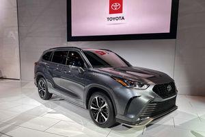 Toyota Highlander XSE 2021 mới thể thao hơn