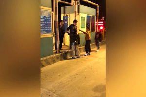 2 cha con tự xưng là công an, hành hung nhân viên trạm BOT ở Thái Bình