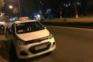 1 tài xế taxi bị khách đâm trọng thương