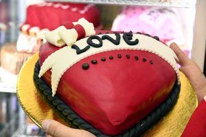 Hình ảnh thế giới ngập bánh và hoa chào đón ngày lễ tình yêu Valentine