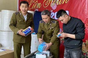 Rợn người chứng kiến sản xuất khẩu trang từ... giấy vệ sinh tại Hà Nội