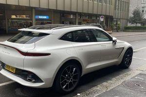 Ngẩn ngơ ngắm SUV Aston Martin DBX xuống phố