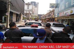 Gã đàn ông nổ hàng chục phát súng ở trung tâm thủ đô Bangkok
