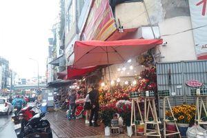 Cửa hàng hoa 'ngóng khách' trong ngày Lễ tình nhân