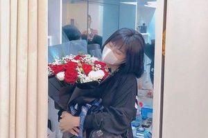 Hot girl Hải Phòng nhận quà Valentime của sao tuyển Việt Nam