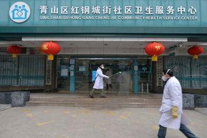 Bị nghi là nguồn lây nhiễm, bác sỹ Vũ Hán vẫn cố điều trị cho bệnh nhân