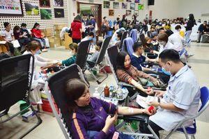 Nhóm máu A chỉ còn 1/3 nhu cầu điều trị, bệnh nhân chia nhau từng đơn vị máu
