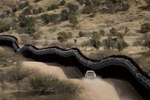 Mỹ cắt giảm chi tiêu quân sự để xây tường với Mexico
