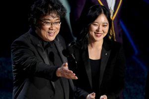 Nữ phiên dịch xinh đẹp, đa tài của đoàn phim 'Ký sinh trùng' tại Oscar