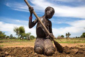 Cuộc sống cơ cực ở đất nước non trẻ nhất thế giới