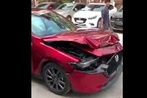 Mazda3 vỡ đầu vì thử phanh khẩn cấp