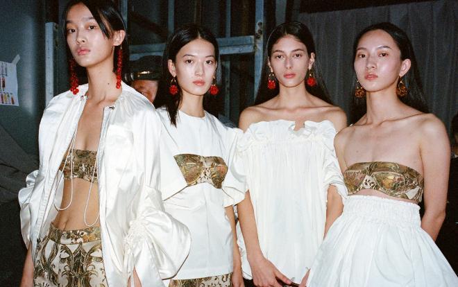 Tuần lễ thời trang Bắc Kinh Và Thượng Hải trì hoãn vô thời hạn vì dịch Corona