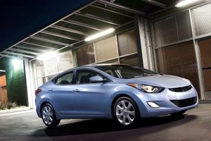 Hyundai triệu hồi gần 430.000 xe Elantra vì lỗi có thể tự bốc cháy
