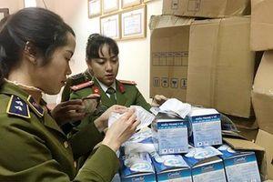Hà Nội: Phát hiện 2 vụ gom hơn 77.000 khẩu trang y tế để bán kiếm lời