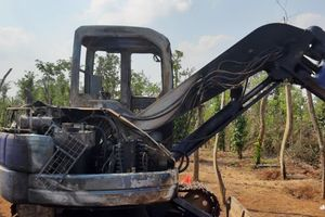 Truy tìm kẻ đốt trụi máy xúc của dân gây thiệt hại gần nửa tỷ đồng ở Đắk Lắk