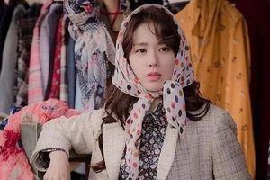 Son Ye Jin vẫn sành điệu dù toàn mặc váy áo hoa kiểu người già