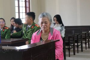 Bi hài 'nguyên tắc' của người đàn bà lần thứ 9 hầu tòa vì tật 'hai ngón'