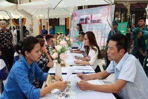 Sửa luật để 'xử' doanh nghiệp thu gom lao động
