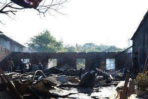 Xưởng gỗ tiền tỉ bị bà hỏa thiêu rụi
