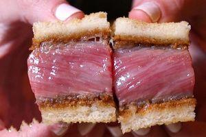 Bánh mì kẹp bò Wagyu giá gần 100 USD
