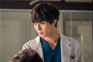 Nhan sắc đỉnh cao của 'bác sĩ' Ahn Hyo Seop trong 'Người thầy y đức 2' khiến ai cũng mê mẩn: Diễn viên thế này chả trách rating liên tục phá kỷ lục!