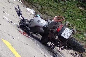 Xe máy va chạm xe tải, 2 du khách nước ngoài tử vong