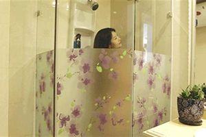 Lấy 460 triệu đồng của người tình đang tắm: Vợ xinh đẹp
