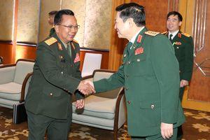 Đại tướng Ngô Xuân Lịch gặp song phương Bộ trưởng Quốc phòng Lào