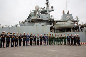 Khám phá tàu khảo sát hải dương Anh thăm Việt Nam