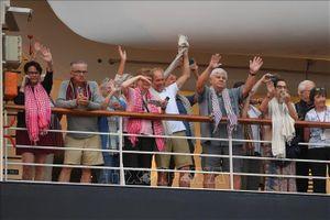 Campuchia tiễn những du khách cuối cùng của tàu MS Westerdam