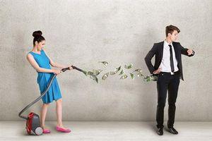 Giữ tiền có giữ được chồng?