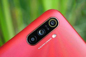 Smartphone 3 camera sau, chống nước, pin 'khủng', giá gần 3 triệu