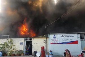 TP.HCM: Cháy công ty rộng hàng trăm mét vuông
