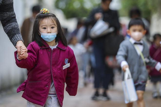 Tài xế đưa đón học sinh Hong Kong lao đao vì nhiều trường học đóng cửa