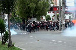 Cảnh sát Colombia dùng hơi cay trấn áp sinh viên biểu tình