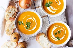 Tăng đề kháng với cách làm súp bí đỏ bổ dưỡng đơn giản