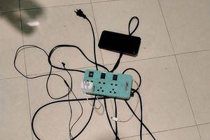 Thái Lan: Đang sạc pin điện thoại vẫn nghe nhạc, bị điện giật chết