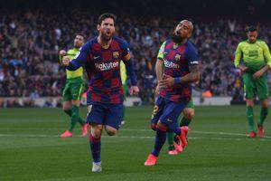 Messi lập poker, Barcelona 'hủy diệt' Eibar chiếm ngôi đầu