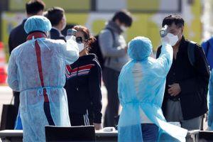 Bộ trưởng Nhật xin lỗi vụ du khách rời du thuyền dương tính với virus