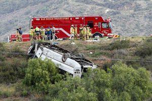 Lật xe buýt làm 3 người chết, 18 người bị thương