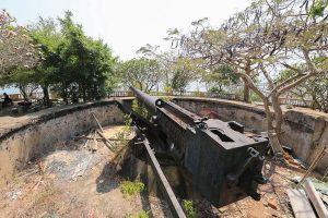 Trận địa pháo cổ Cầu Đá