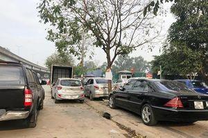 Hàng loạt phương tiện vi phạm, gây cản trở giao thông trên đường Nguyễn Xiển