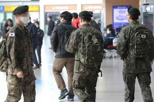 Dịch Covid-19 ở Hàn Quốc: Thêm 4 binh sĩ nhiễm bệnh, 7.700 quân nhân khác bị cách ly