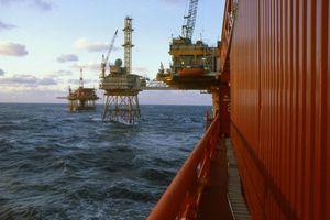 Pháp ngừng hoàn toàn hoạt động thăm dò dầu khí ngoài khơi