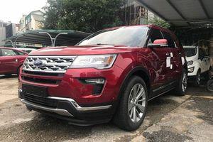 Ford Explorer giảm giá gần 300 triệu đồng tại Việt Nam